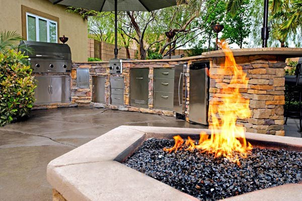 WHAT TO LOOK FOR WHEN HIRING AN OUTDOOR LIVING SPACE CONTRACTOR
