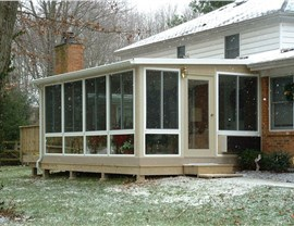Screen Porch Photo 3