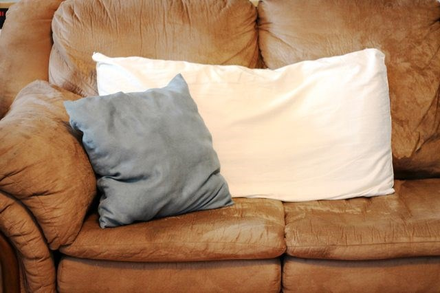 Really Yucky Pillow Talk as GMA Investigates Tested 8 Pillows and Found Mold